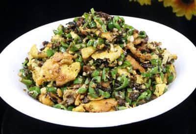 青椒炒鸡蛋加点盐菜更好吃,适合新手的简单美味